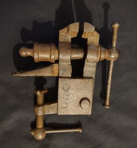 Красивые кованые железные тиски 19 века