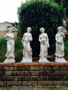 4个混凝土花园雕像,描绘了4个季节的高度100厘米