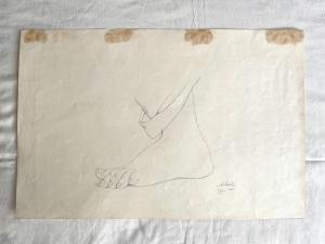Dibujo a lápiz sobre papel que representa un pie firmado A.Santi