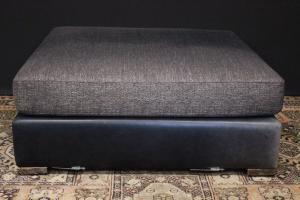 灰色织物和黑色皮革的坐垫凳