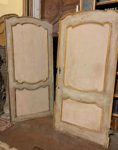 pts722 - n. 2 lackierte Türen, erste Hälfte des 18. Jahrhunderts, cm l 104 xh 230