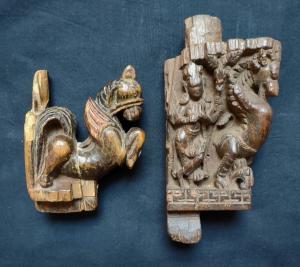 Великолепная пара индийских фризов, вырезанных с высочайшим мастерством 18 века.