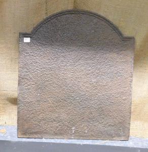 p03 - piastra in ghisa piccola e semplice, misura cm l 42 x h 49