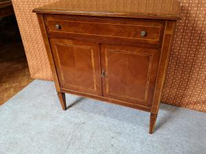 Lombardisches Sideboard