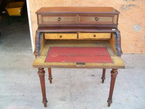 Elegant writing desk or flap from the second half of the 19th century. 84 lx 57 px 105 h.