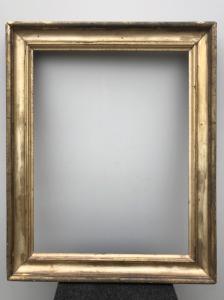 Gran marco en madera tallada y dorada.