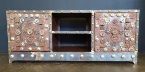 Credenza vintage in legno e ferro borchiato - XX sec.