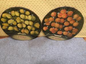2 naranjas de limón redondas pintadas