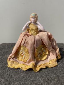 Polvo de media muñeca de porcelana con figura de señora Francia o Alemania.