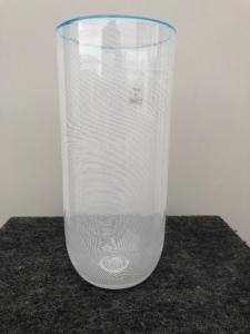 Vaso millerighe con bordo superiore turchese. Etichetta VM Murano.