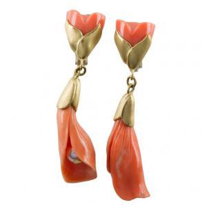 Ohrringe - Skulptur mit Koralle und Perle