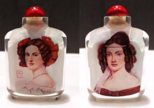 Snuff bottle, porta tabacco fiuto, vetro pittura ritratto donne, Cina XX secolo