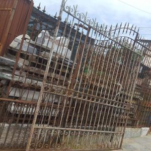 cancello di grosse dimensioni