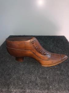Shoe model in walnut wood.Italy