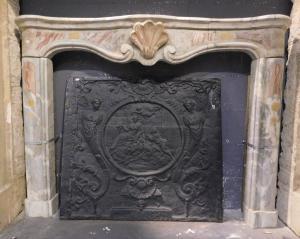 chm665 - Piemontesischer Kamin aus Bardiglio-Marmor, cm l 141 xh 108 x d. 18