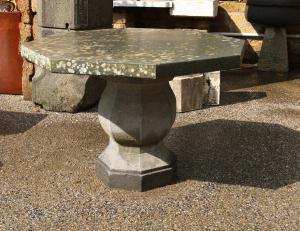 Antico tavolo in pietra. Epoca 1800.