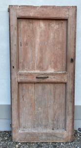 Одинарная дверь в деревенском стиле