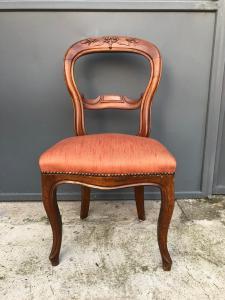 胡桃木椅子