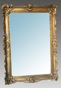 Espelho retangular dourado. Período: aproximadamente 1850 Origem: França.