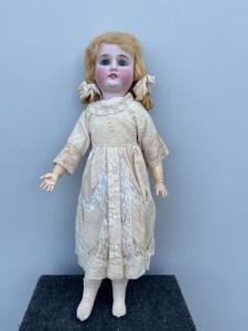 Кукла с бисквитной головой и телом из папье-маше. Движущиеся глаза. Германия.
