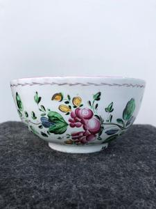 Third fire majolica milk cup with floral decoration. Casali and Callegari manufacture. Pesaro.