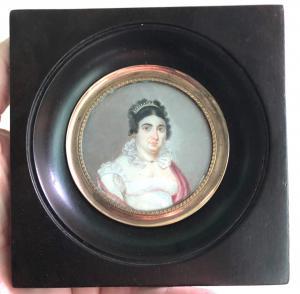 Ivory miniature depicting a female figure.
