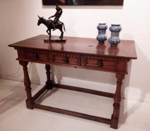 splendido tavolo - scrittoio Umbro del XVI secolo