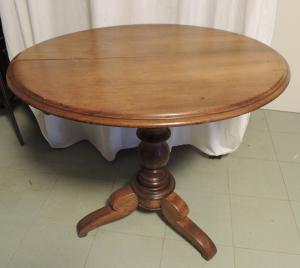ovaler nussbaum tisch 86 x 75 cm, h 77