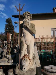 Statua in pietra da parco