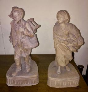 Paar Terrakotta-Skulpturen, die Bauern darstellen. Signiert von Cav.G.Vaccaro (1807-1889). Caltagirone.