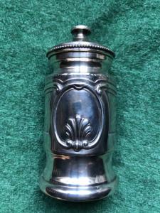 Macinapepe in argento con decoro rocaille.Italia.