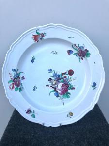 Porzellanteller mit Rosendekor. Doccia-Ginori-Herstellung.