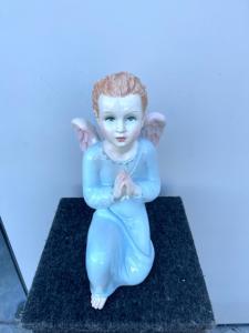 Uno di una coppia di angeli in terraglia policroma.Manifattura Ronzan,Torino.