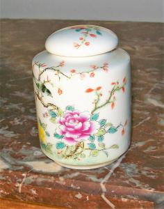 Chinese vase with lid.