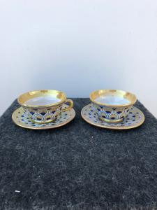 Pair of luster majolica cups with peacock feather decoration.Cantagalli manufacture, Florence.