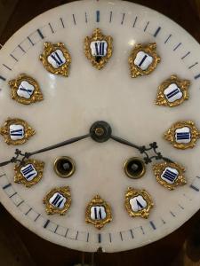 Relógio com mostrador de alabastro do final do século 19