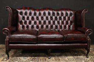 Original English Chesterfield Queen Anne three-seater sofa in burgundy leather