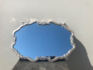 Bandeja e espelho de prata gravados com decorações florais e máscaras Perfurador do pacote de Littorio Italy.