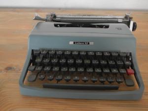 macchina da scrivere olivetti lettera 32 anni 60