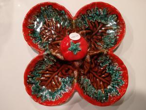 红色陶瓷的古代法国开胃菜板