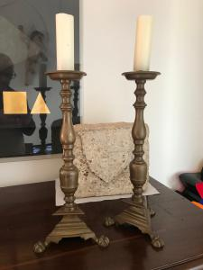 Prächtiges Paar Kerzenleuchter aus Bronze aus der Toskana 44 cm