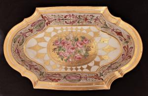 Molded tray in polychrome porcelain