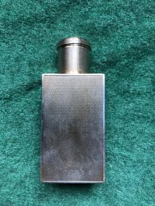 Piccola bottiglia da liquore in argento vermeille zigrinato.firma Keller.Parigi.