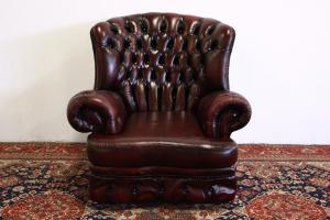Poltrona Chesterfield monk in pelle bordeaux originale Made in UK.