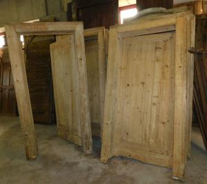 pts654 n. 4 doors with frame, in raw spruce, from the 1800s,