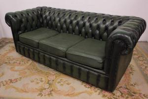 Chesterfield chesterfield sofa in English 3 places green in original leather / leather