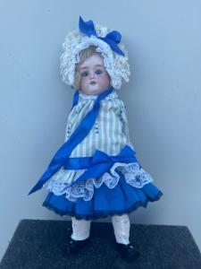 Кукла Floradora с бисквитной головой и телом из папье-маше. Инициалы АО, числовые элементы, Сделано в Германии. Производство в Марселе.