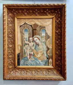 Madonna con bambino in tessuto ricamato XIX secolo