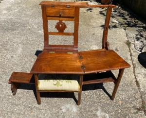 Kneeling chair in cherry