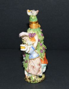 Perfume bottle brings in polychrome porcelain, Chelsea